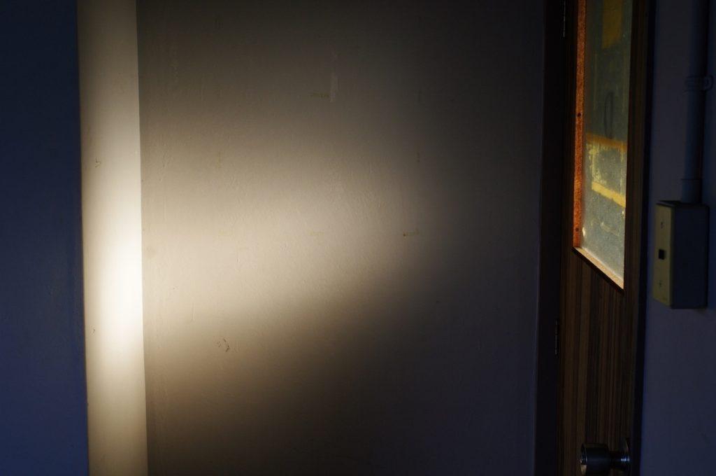 光が射し込んでいる部屋